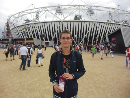 Vor dem Olympic Stadium bei den Olympischen Spielen London 2012 (c) Rechenmacher